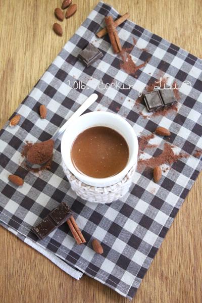 cooking lili chocolat chaud au lait d amande. Black Bedroom Furniture Sets. Home Design Ideas