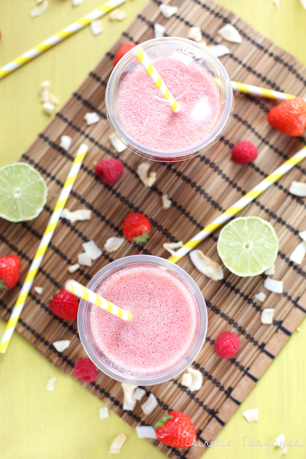 smoothie à l'eau de coco fraises framboises